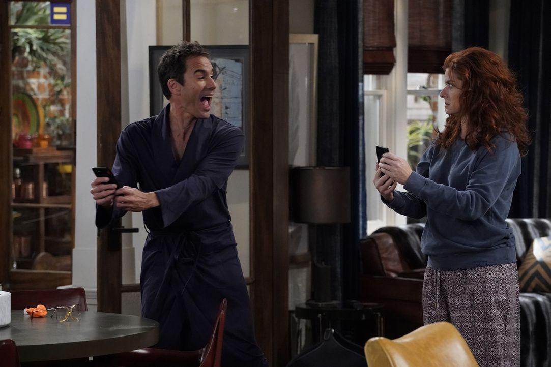Verlieben sich in den gleichen Mann: Will (Eric McCormack, l.) und Grace (Debra Messing, r.) ... - Bildquelle: Chris Haston 2017 NBCUniversal Media, LLC