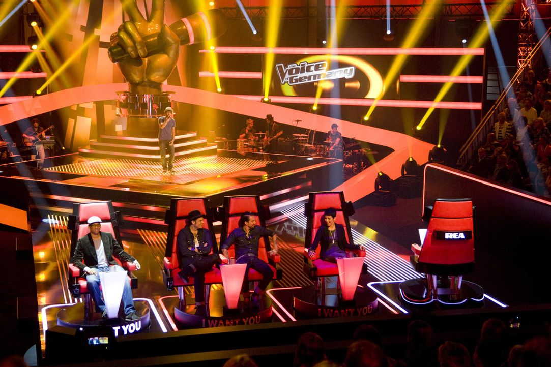 "Die Vollblutmusiker Xavier Naidoo (l.), THE BOSSHOSS (2.v.l.), Nena (2.v.r.), Rea Garvey (r.) suchen ""The Voice of Germany"". In den ""Blind Auditions... - Bildquelle: SAT.1/ProSieben"