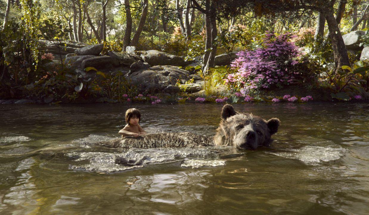 Auf seinem Abenteuer schließt Mogli (Neel Sethi) dicke Freundschaften ... - Bildquelle: Disney Enterprises, Inc. All Rights Reserved.