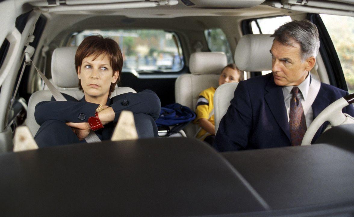 Immer wieder ärgert sich die verwitwete Dr. Tess Coleman (Jamie Lee Curtis, l.) über die penetrante Gleichgültigkeit, die ihre Tochter Anna ihrem... - Bildquelle: Buena Vista Pictures Distribution