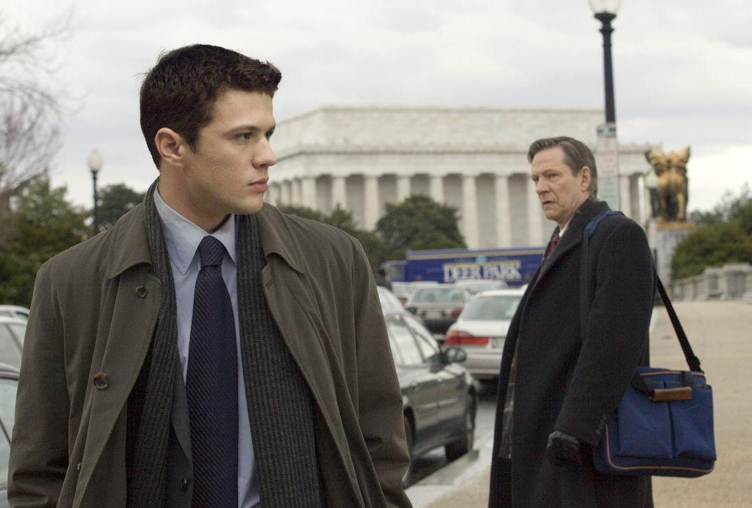 Robert Hanssen (Chris Cooper, r.) wird verdächtig, für den KGB zu arbeiten und Geheimunterlagen an die Sowjets zu liefern. Mehrere US-Agenten sollen... - Bildquelle: Universal Pictures