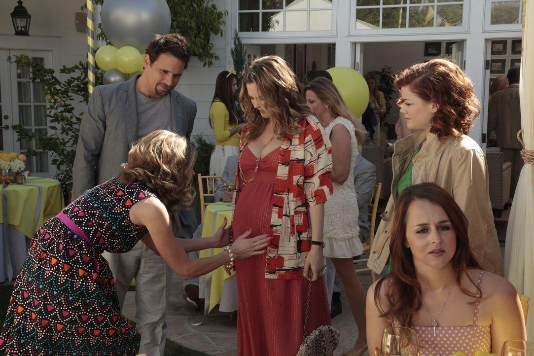 Eine ganz spezielle Party: Jill (Gillian Vigman, vorne l.), Tessa (Jane Levy, r.), George (Jeremy Sisto, 2.v.r.) und Eden (Alicia Silverstone, M.) ... - Bildquelle: Warner Brothers