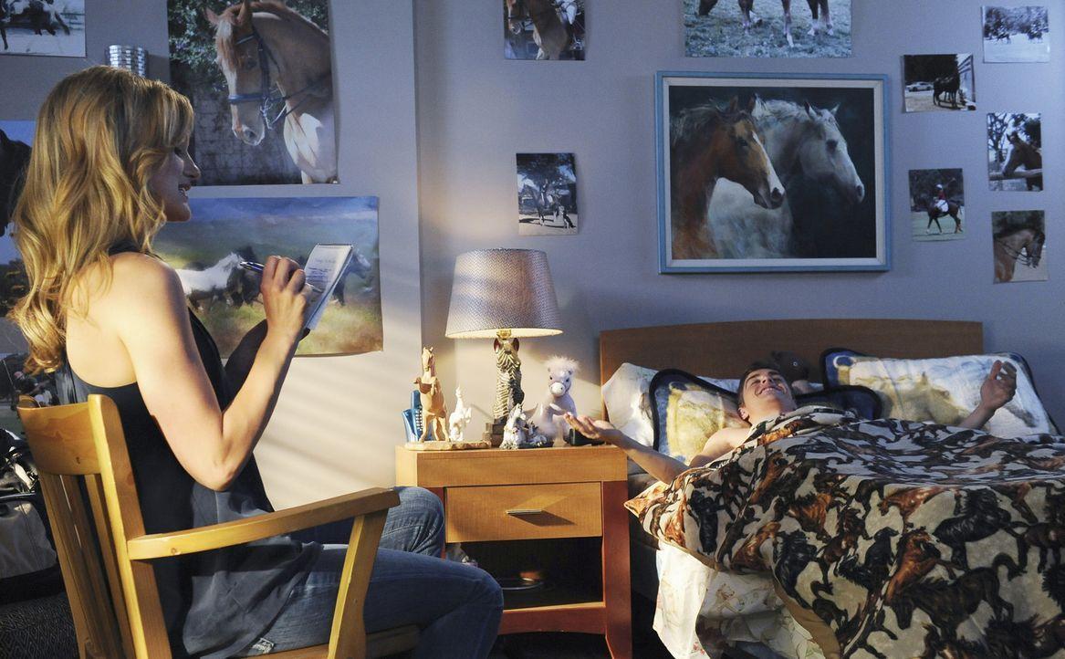 Während Lucy (Kerry Bishe, l.) auf der Suche nach einem Vorbild ist, befürchtet Cole (Dave Franco, r.), sein Vater könnte erfahren, dass er derze... - Bildquelle: Touchstone Television