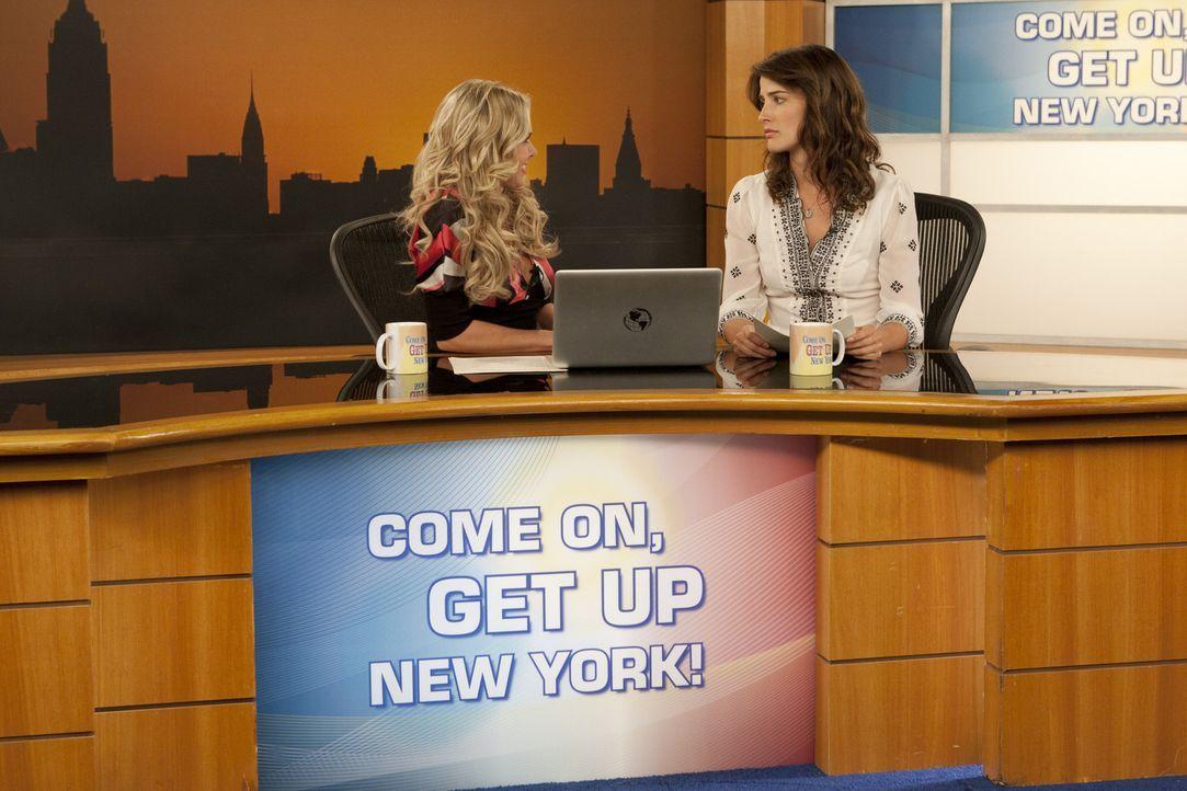 Während sich Zoey für Teds Seminar angemeldet hat und ihre Kommilitonen manipuliert, hat Robin (Cobie Smulders, r.) Ärger mit ihrer Co-Moderatori... - Bildquelle: 20th Century Fox International Television