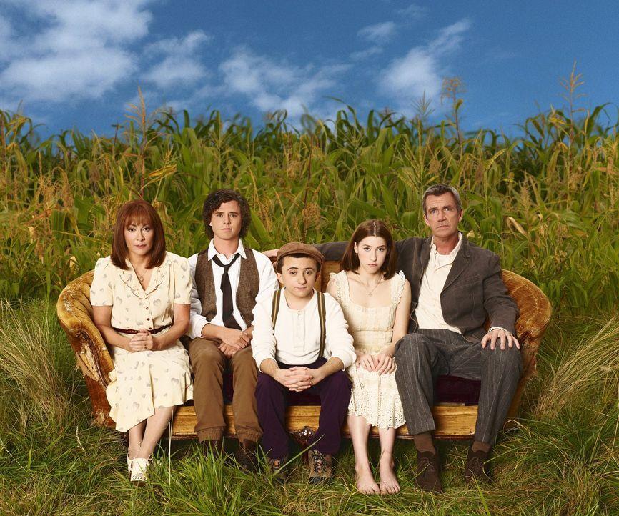 (7. Staffel) - Der alltägliche Wahnsinn ist bei ihnen Dauergast: Frankie (Patricia Heaton, l.) und Mike (Neil Flynn, r.) und ihre drei Kinder Axl (C... - Bildquelle: Warner Brothers