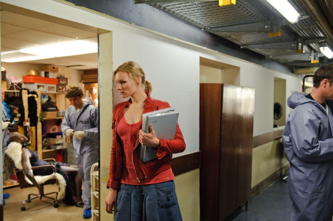 Kreutzers Assistentin Belinda (Rosalie Thomass) ist die Einzige, die die Methoden ihres Chefs respektiert und bewundert und außerdem daran glaubt,... - Bildquelle: Stefan Erhard ProSieben