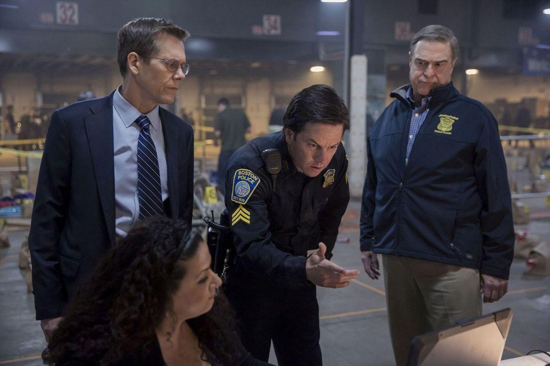 (v.l.n.r.) Special Agent Richard DesLauriers (Kevin Bacon); Tommy Saunders (Mark Wahlberg); Commissioner Ed Davis (John Goodman) - Bildquelle: Karen Ballard 2016 CBS Films Inc. and Lionsgate Films Inc.