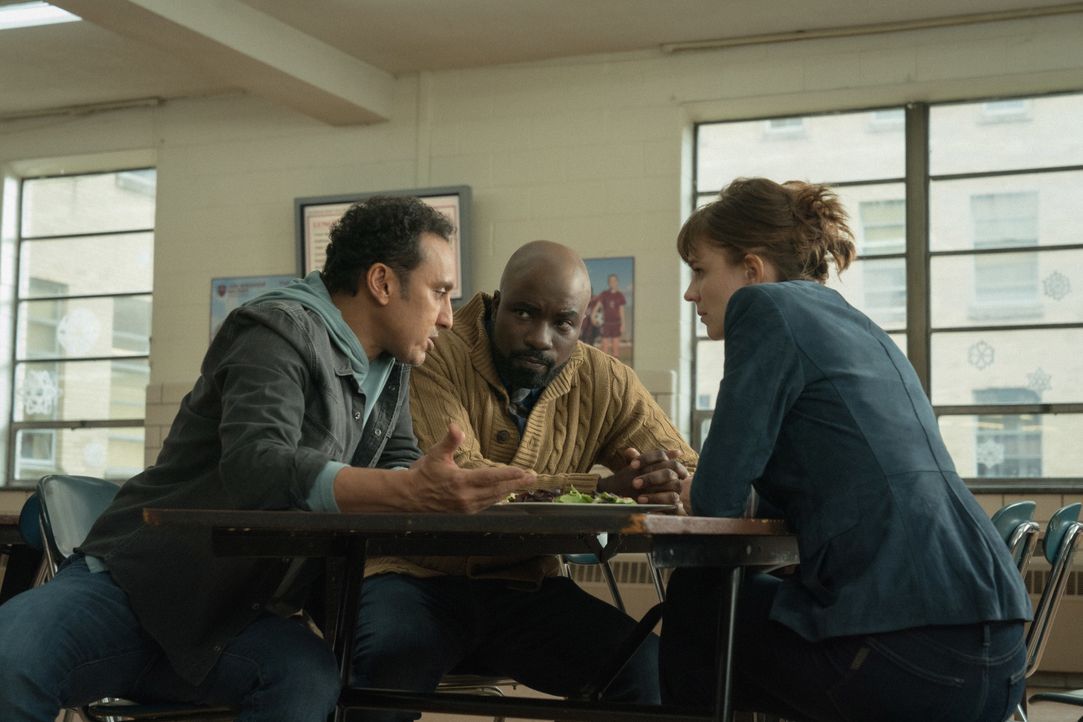(v.l.n.r.) Ben Shakir (Aasif Mandvi); David Acosta (Mike Colter); Kristen Bouchard (Katja Herbers) - Bildquelle: Elizabeth Fisher 2019 CBS Broadcasting, Inc. All Rights Reserved / Elizabeth Fisher