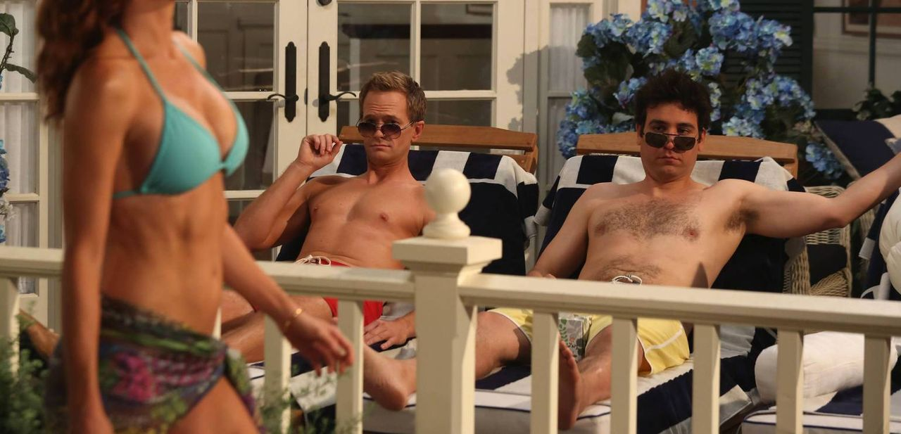 Richtige Bros: Barney (Neil Patrick Harris, l.) und Ted (Josh Radnor, r.) ... - Bildquelle: 2013 Twentieth Century Fox Film Corporation. All rights reserved.
