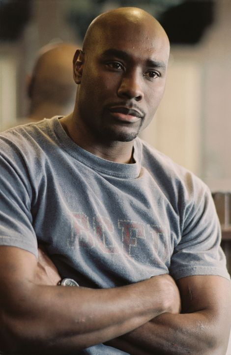 Tommy (Morris Chestnut) muss alles riskieren, um Jack aus der Feuerhölle zu befreien ... - Bildquelle: Buena Vista International.  All Rights Reserved
