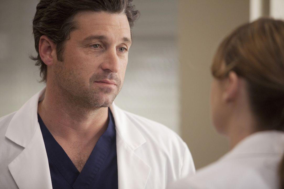 Derek (Patrick Dempsey, l.) und Meredith (Ellen Pompeo, r.) kümmern sich um ein schwerverletztes junges Mädchen, dass sich als Opfer eines brutale... - Bildquelle: Touchstone Television