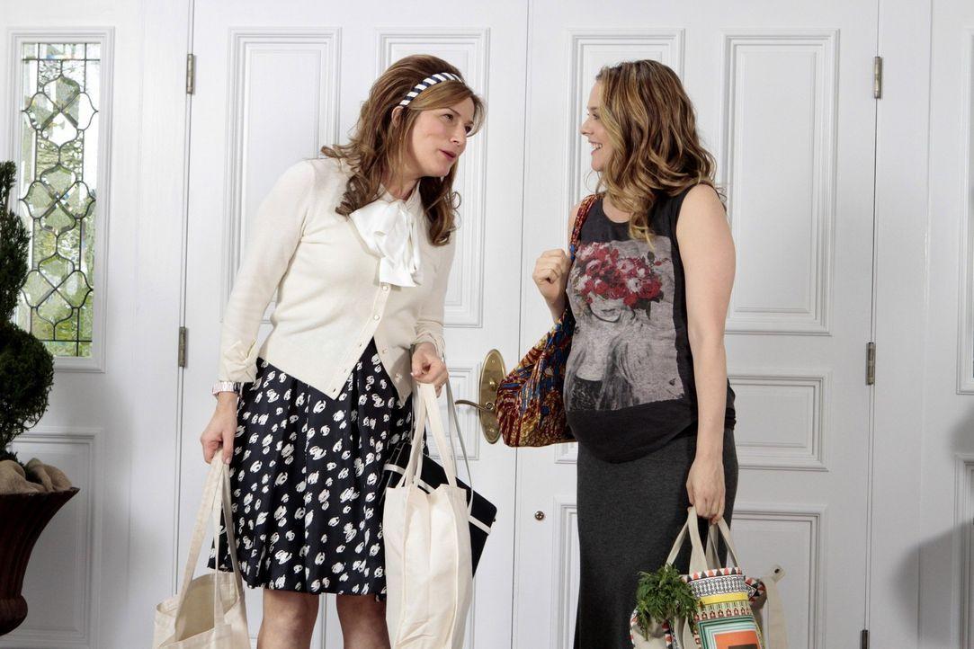 Sheila (Ana Gasteyer, l.) mischt sich in die Beziehung von George und Eden (Alicia Silverstone, r.) ein, worüber sie alles andere als begeistert si... - Bildquelle: Warner Brothers