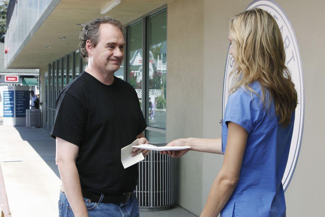 J.D.s Zögling Lucy (Kerry Bishe, r.) bemüht sich, gegen Dr. Cox' ausdrücklichen Willen, um den sympathischen alkoholkranken Patienten Alan (John... - Bildquelle: Touchstone Television