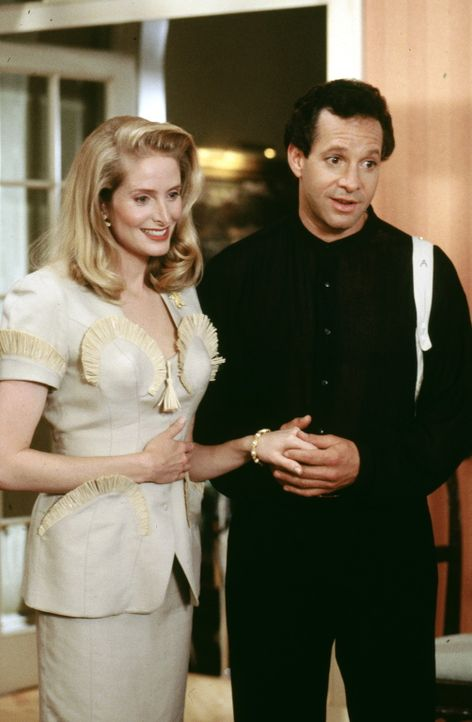Roger (Steve Guttenberg, r.) und Clarice Kensington (Jane Sibbett, l.) wollen heiraten. Dass die Blondine Kinder eigentlich gar nicht leiden kann, v... - Bildquelle: Warner Bros.