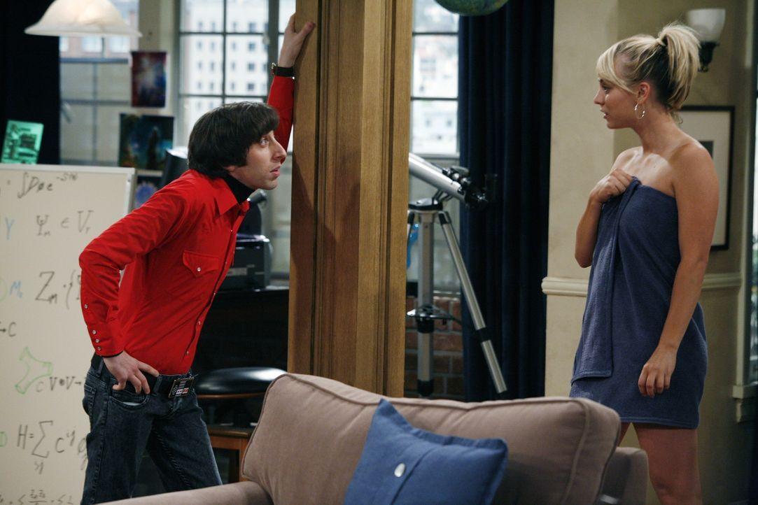 Der Möchtegern Frauenheld Howard (Simon Helberg, l.) versucht bei Penny (Kaley Cuoco, r.) zu landen ... - Bildquelle: Warner Bros. Television