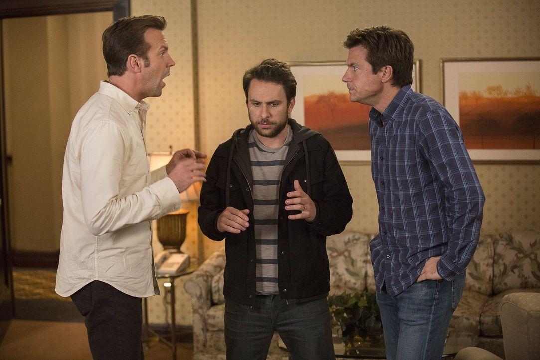 Als die drei Freunde (v.l.n.r.) Kurt (Jason Sudeikis), Dale (Charlie Day) und Nick (Jason Bateman) als Unternehmer abgezockt werden, bleibt ihnen ni... - Bildquelle: 2014   Warner Bros.