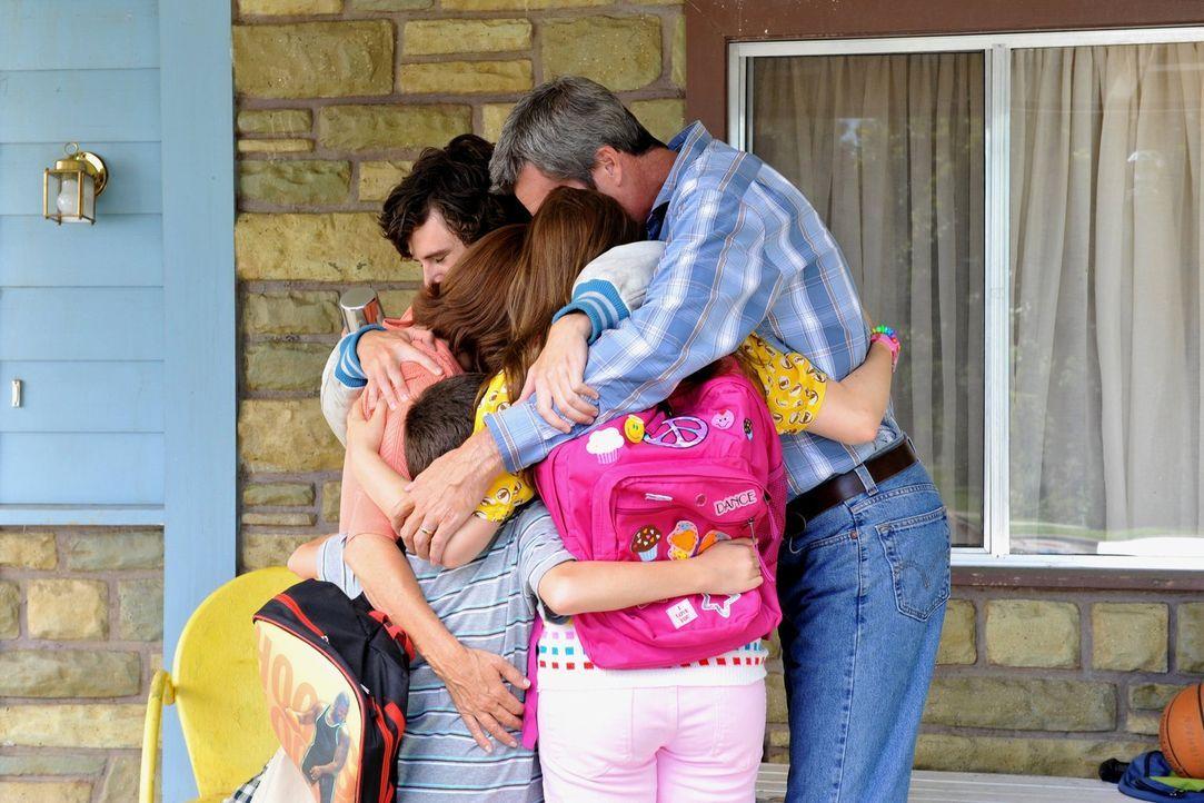 Die Familie Heck (v.l.n.r.: Charlie McDermott, Patricia Heaton, Atticus Shaffer, Eden Sher, Neil Flynn) liebt sich innig. Doch das ist nicht immer d... - Bildquelle: Warner Brothers