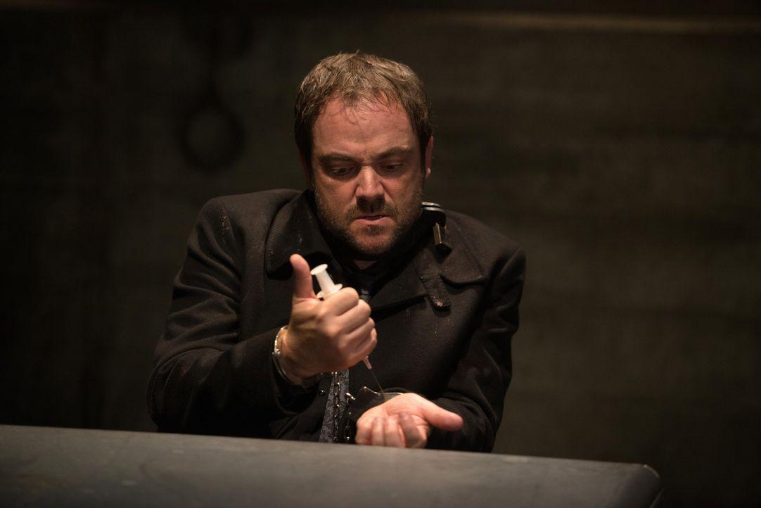 Was erhofft sich Crowley (Mark Sheppard) mit einem Anruf in der Hölle? - Bildquelle: 2013 Warner Brothers