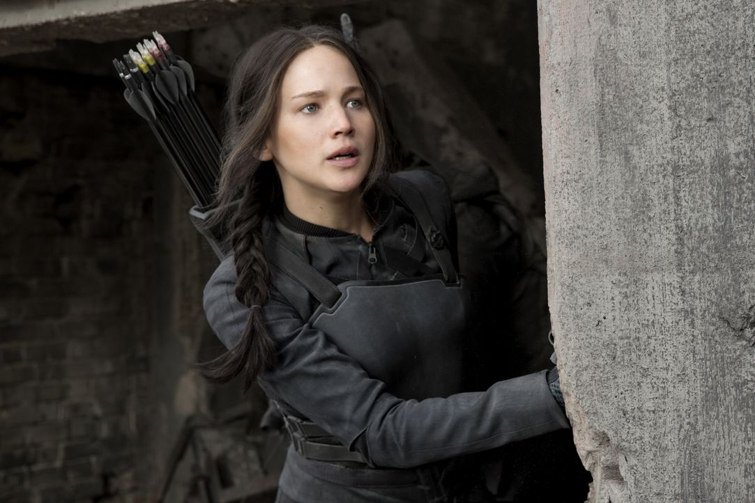 Im Kampf gegen Folter und Gefangenschaft gerät auch die erfolgreiche Kriegerin Katniss (Jennifer Lawrence) an ihre Grenzen ... - Bildquelle: Murray Close TM &   2014 Lions Gate Entertainment Inc. All rights reserved.