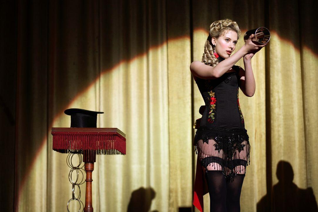 Robert Angiers neue Assistentin: Olivia Wenscombe (Scarlett Johansson) ... - Bildquelle: Warner Television