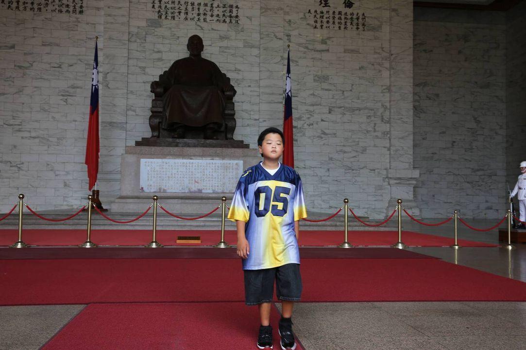 Reist mit seiner Familie nach Taiwan zur Hochzeit von Louis' Bruder Gene: Eddie (Hudson Yang) ... - Bildquelle: 2016-2017 American Broadcasting Companies. All rights reserved.