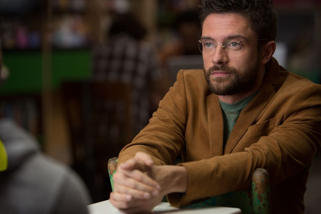 Kann Scott (Topher Grace) seinem Freund bei den Recherchen für eine Liebeskomödie behilflich sein? - Bildquelle: Daniel McFadden Wild Bunch