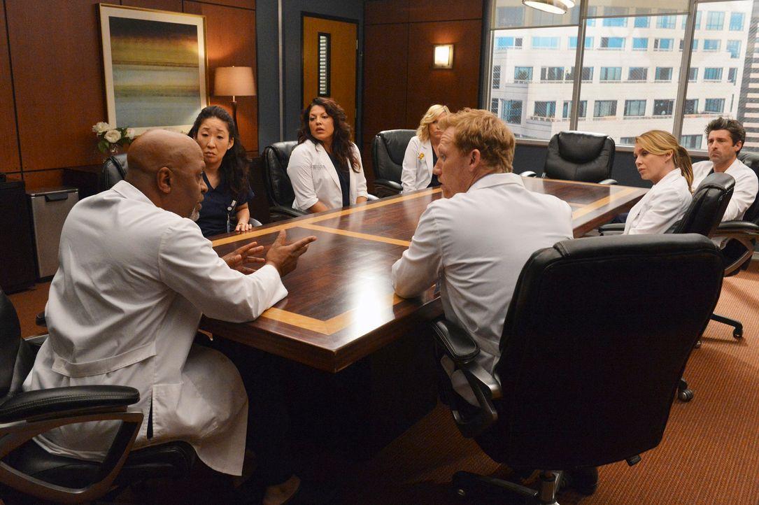 Müssen eine schwere Entscheidung treffen: (v.l.n.r.) Richard (James Pickens jr.), Cristina (Sandra Oh), Callie (Sara Ramirez), Arizona (Jessica Caps... - Bildquelle: ABC Studios