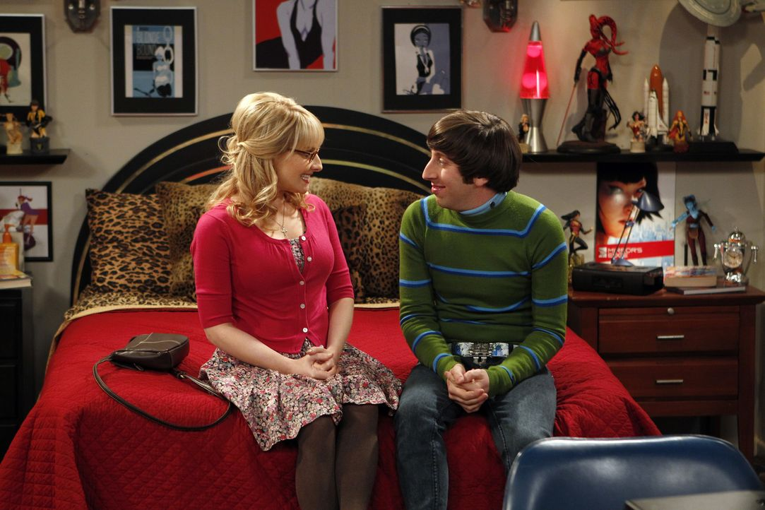 Während Sheldon, Schwierigkeiten mit Amy bekommt, muss Howard (Simon Helberg, r.) damit zurechtkommen, dass Bernadette (Melissa Rauch, l.) keine Kin... - Bildquelle: Warner Bros. Television