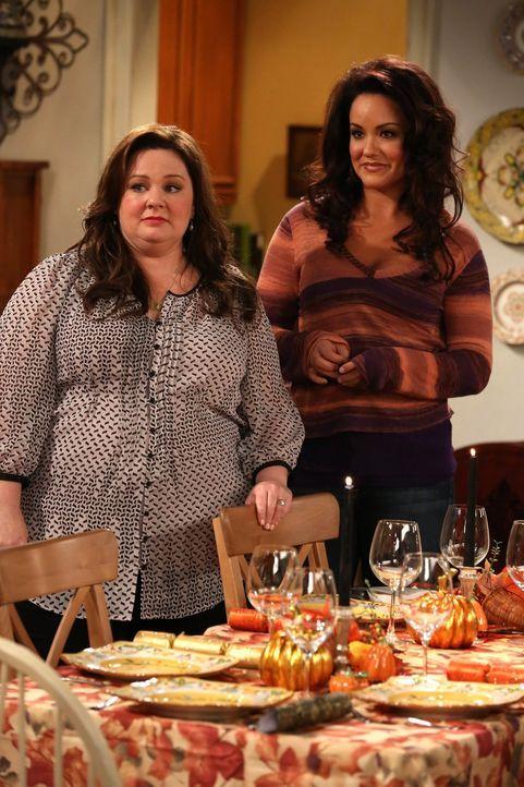 Mike liegt krank im Bett und hat keinen Appetit - ein Glücksfall für Molly (Melissa McCarthy, r.), Joyce und Victoria (Katy Mixon, r.), denn so müss... - Bildquelle: Warner Brothers
