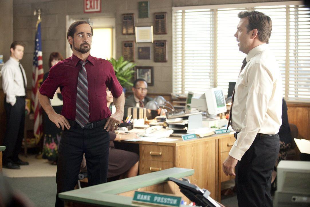 Der Chemiefirmenmanager Kurt (Jason Sudeikis, r.) hält es mit seinem kokainsüchtigen Chef Bobby Pellit (Colin Farrell, l.) einfach nicht mehr aus, a... - Bildquelle: 2011 Warner Bros.