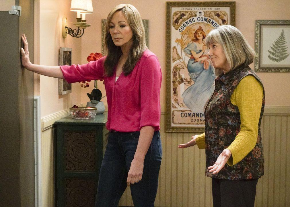 Marjorie (Mimi Kennedy, r.) versucht, Bonnie (Allison Janney, l.) beizustehen, als diese sich mit der neuen Hausbesitzerin einfach nicht versteht ... - Bildquelle: 2018 Warner Bros.