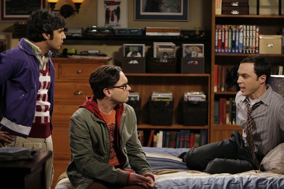Während des Interviews pumpt Kripke Helium in Sheldons Büro und sorgt dafür, dass Sheldon (Jim Parsons, r.) sich mit der daraus resultierenden Mi... - Bildquelle: Warner Bros. Television