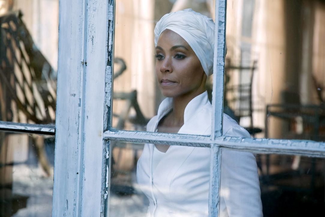 Versucht alles, um Dr. Dulmacher zu entkommen: Fish Mooney (Jada Pinkett Smith) ... - Bildquelle: Warner Bros. Entertainment, Inc.