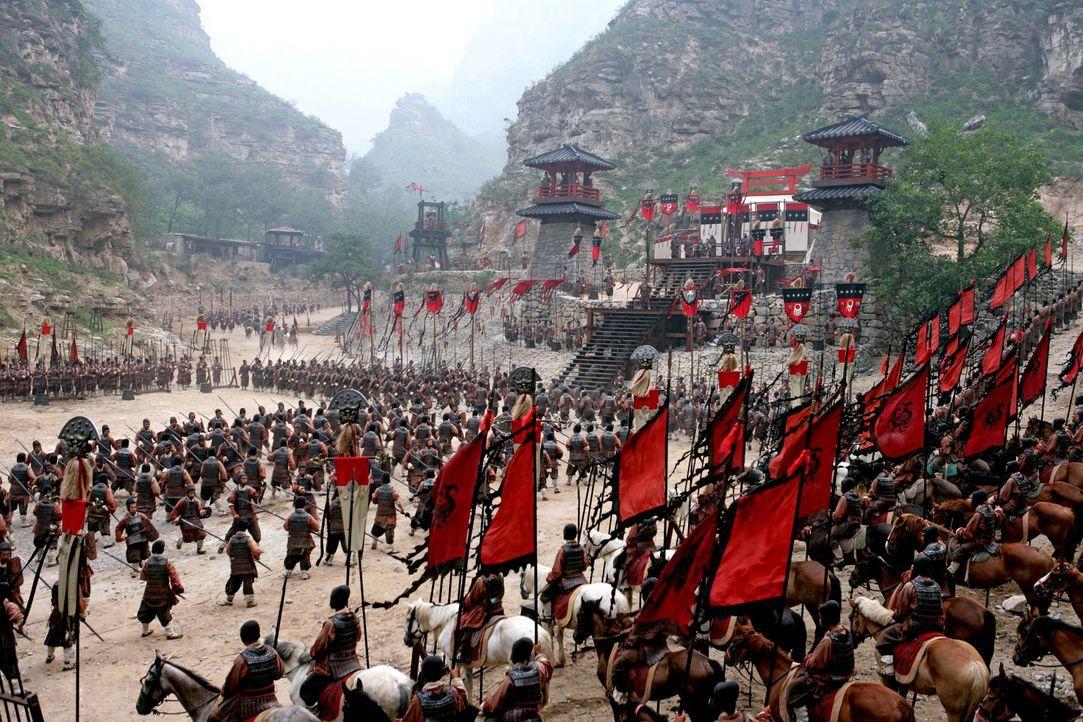 Die Truppen bereiten sich auf das Gefecht vor ... - Bildquelle: Constantin Film Verleih GmbH