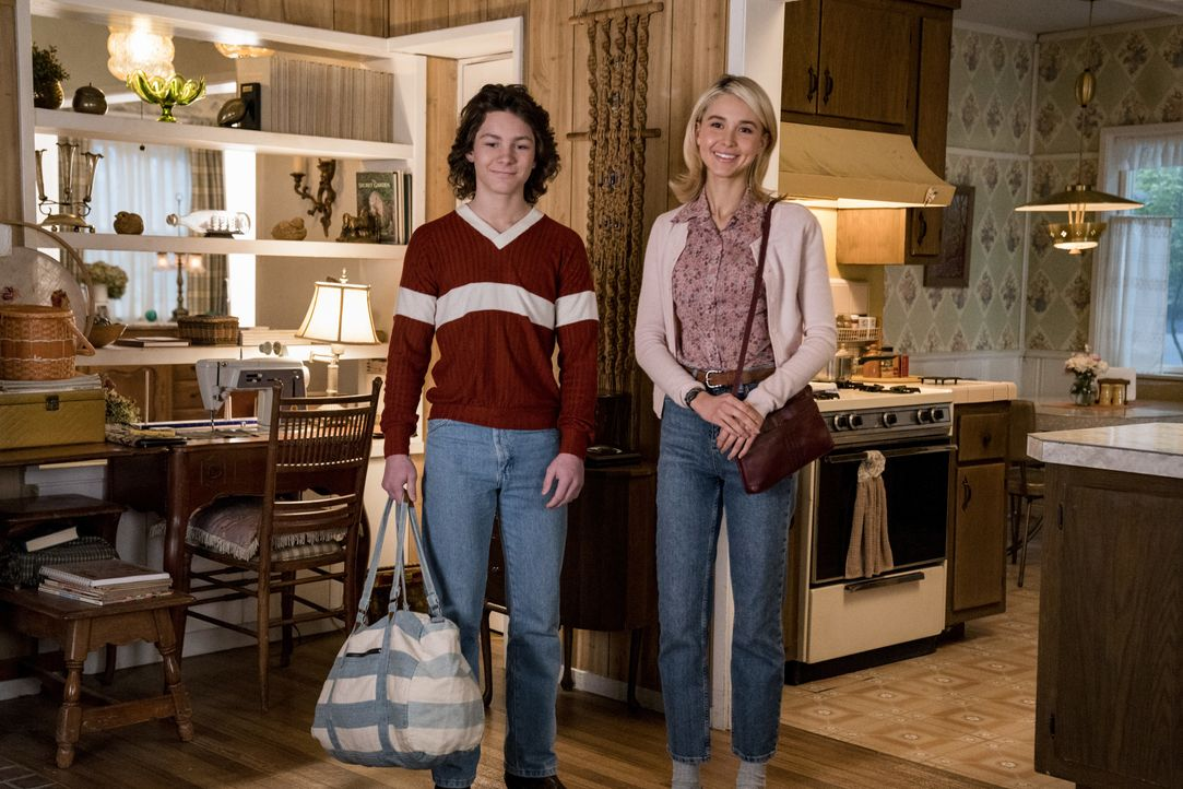 Georgie Cooper (Montana Jordan, l.); Veronica (Isabel May, r.) - Bildquelle: Nicole Wilder 2019 WBEI. All rights reserved. / Nicole Wilder