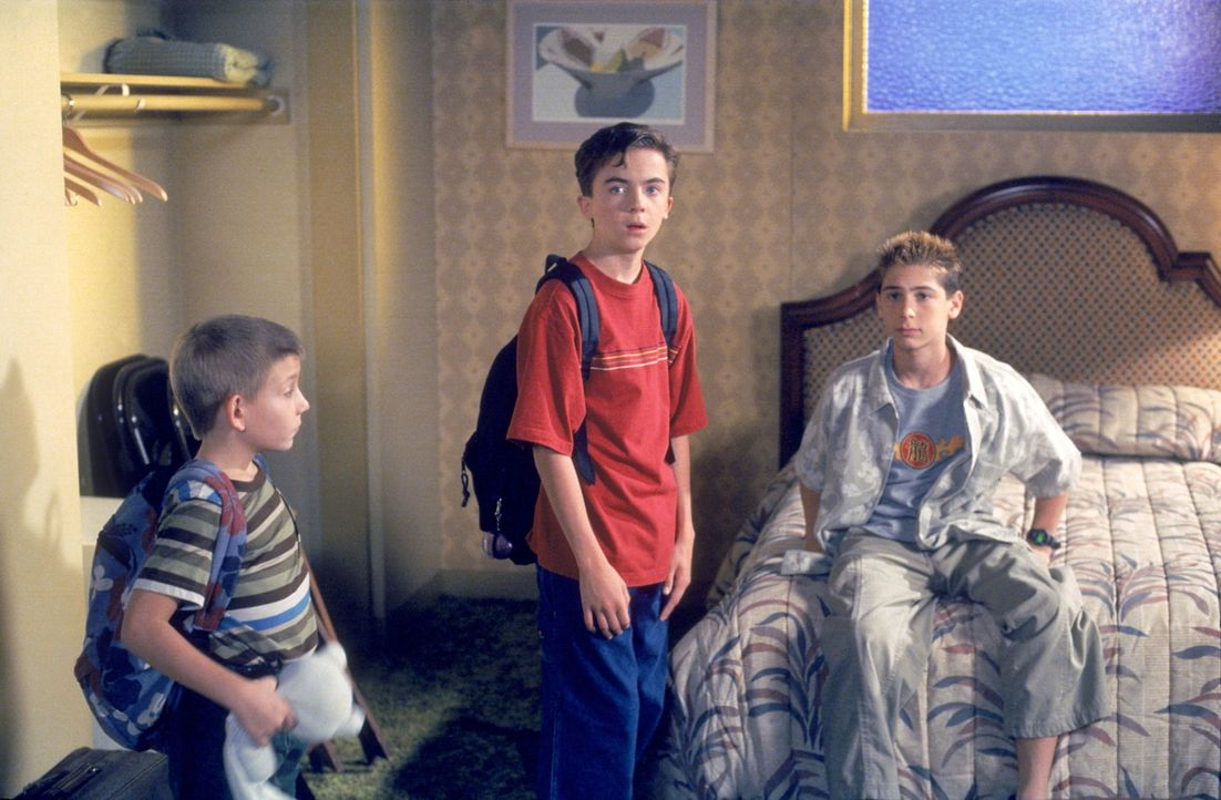 Dewey (Erik Per Sullivan, l.), Malcolm (Frankie Muniz, M.) und Reese (Justin Berfield, r.) begutachten ihr Hotelzimmer ... - Bildquelle: TM +   2000 Twentieth Century Fox Film Corporation. All Rights Reserved.