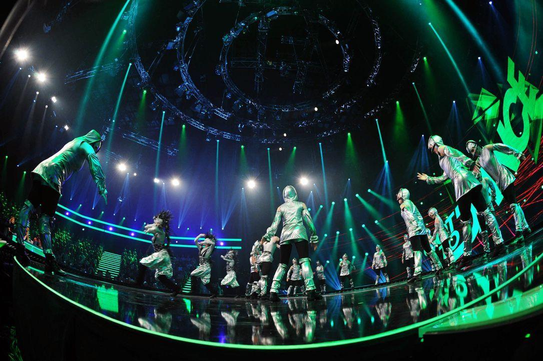 Got-To-Dance-Kosmosgruppe-03-SAT1-ProSieben-Willi-Weber - Bildquelle: SAT.1/ProSieben/Willi Weber
