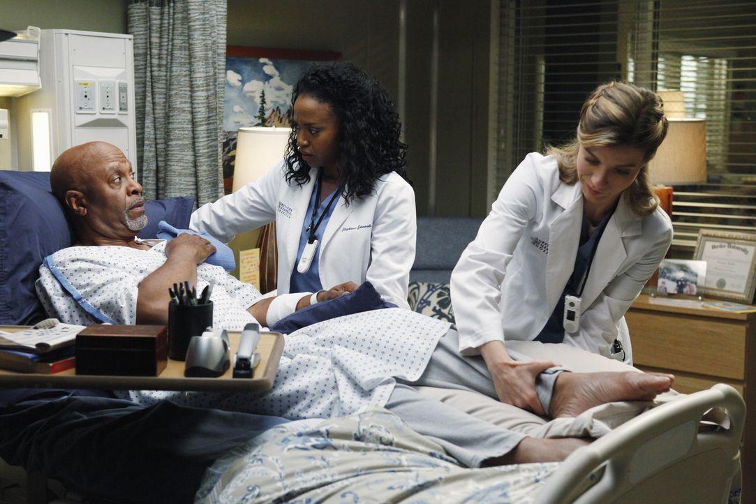 Die Gesundheit von Dr. Webber (James Pickens Jr., l.) steht nach wie vor auf der Kippe, Stephanie (Jerrika Hinton, M.) führt ernste Gespräche mit... - Bildquelle: ABC Studios