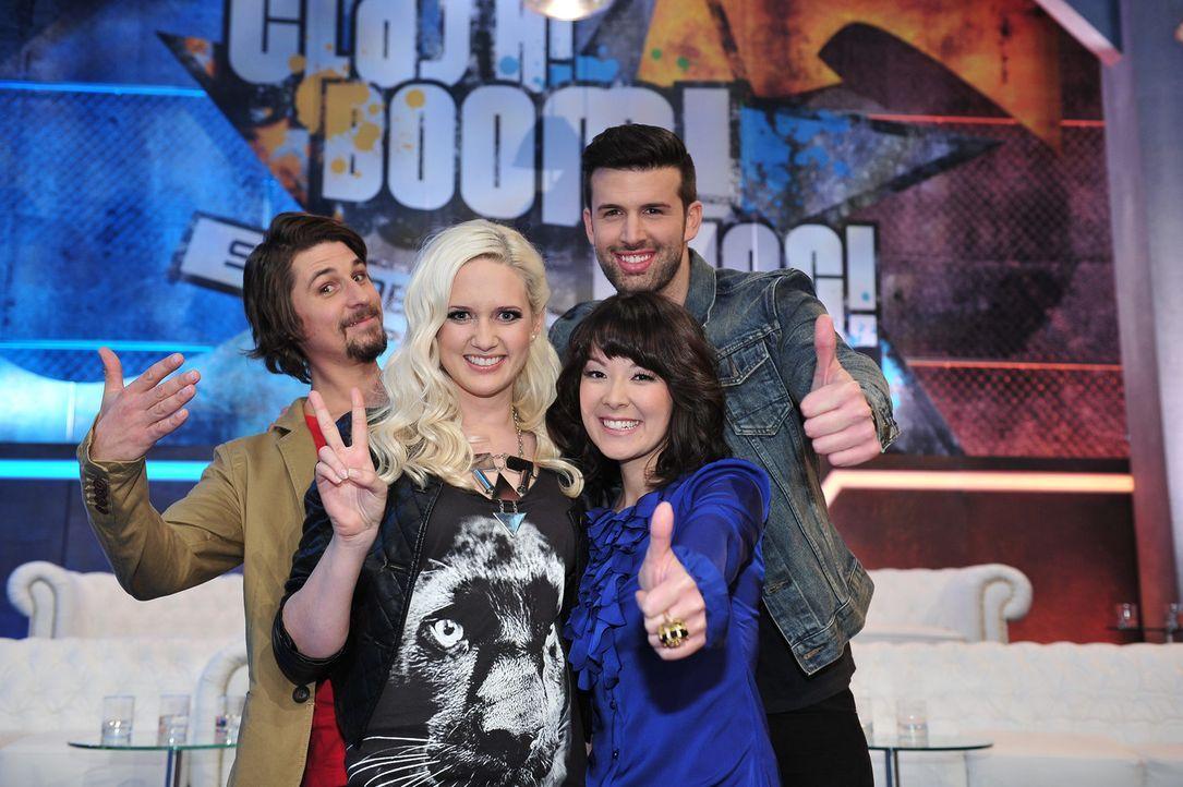 """In """"Clash! Boom! Bang! - Die Stunde der Abrechnung"""" treten Model Sarah Knappik (2.v.l.) und Sänger Jay Khan (r.) in lustigen Fun-Games gegeneinande... - Bildquelle: Andre Kowalski ProSieben"""