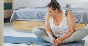 Unser Tipp zum Vorbeugen von Dehnungsstreifen: Sport stärkt dein Bindegewebe