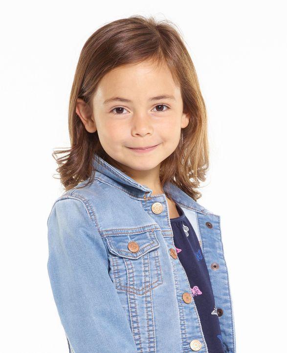 (1. Staffel) - Wird Emme (Hala Finley) mit ihrem Vater als Hausmann zufrieden sein? - Bildquelle: Elisabeth Caren 2016 CBS Broadcasting, Inc. All Rights Reserved