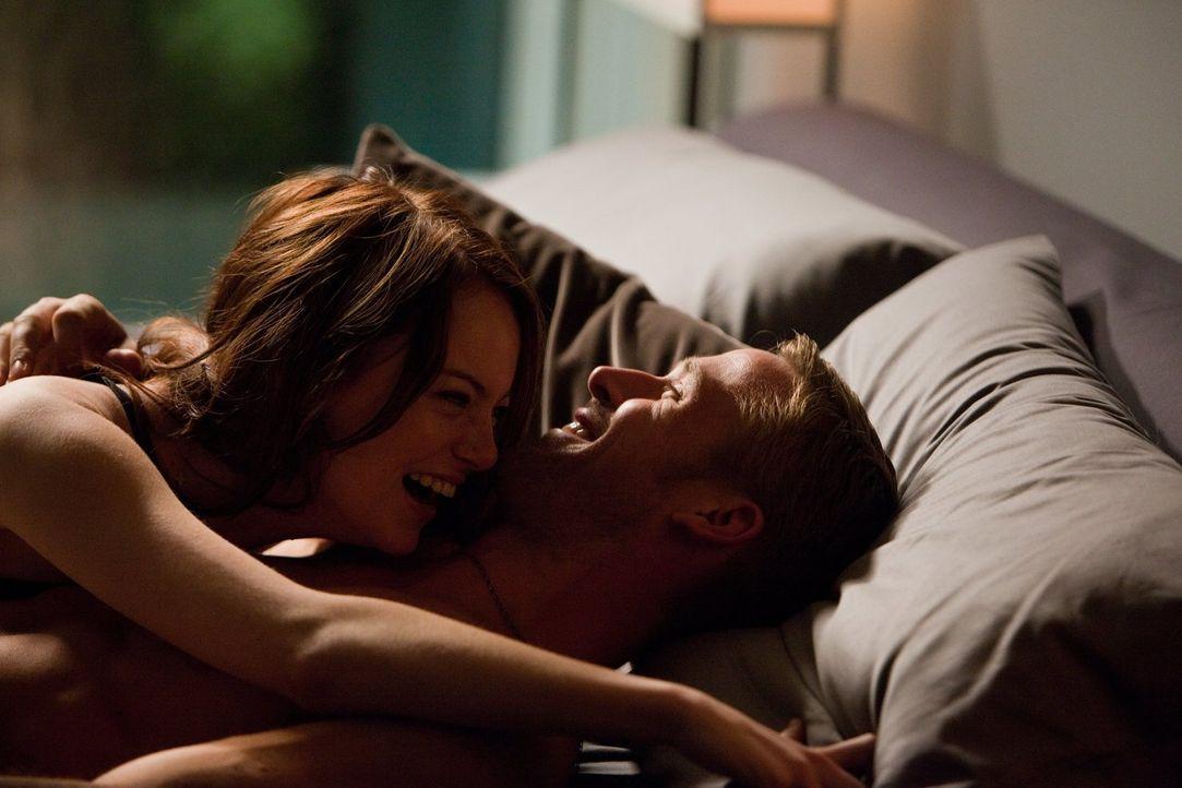 Als der Frauenheld Jacob (Ryan Gosling, r.) auf die charmante Hannah (Emma Stone, l.) trifft, ist er sofort verliebt, doch als er das erste Mal auf... - Bildquelle: Warner Bros.