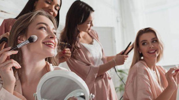 Wir haben die Fakten über die beliebtesten Hairstyling-Tools in unserem Beaut...