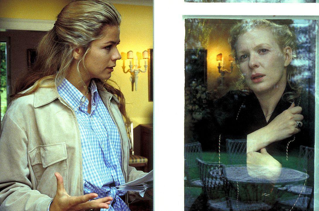 Was verbirgt Connie Decker (Sunnyi Melles, r.) vor Laura Decker (Diana Frank, l.)? - Bildquelle: Magdalena Mate ProSieben