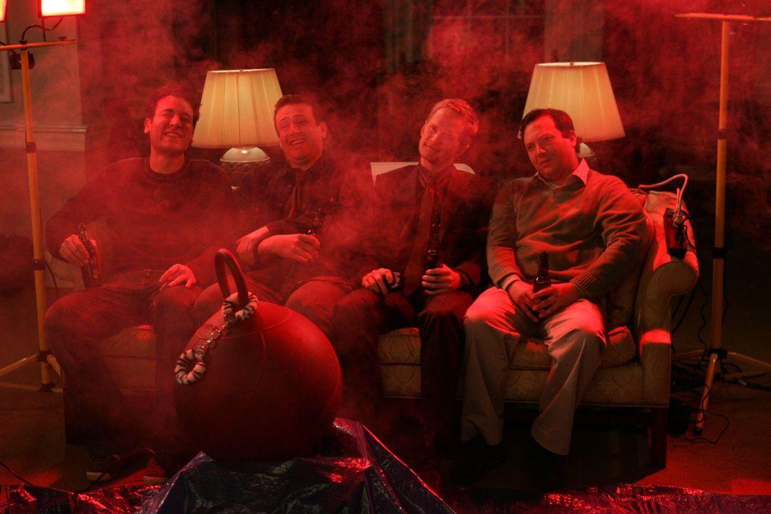 In Atlantic City erwartet die Freunde eine heiße Überraschung: Ted (Josh Radnor, l.), Marshall (Jason Segel, 2.v.l.), Barney (Neil Patrick Harris,... - Bildquelle: Monty Brinton 20th Century Fox International Television