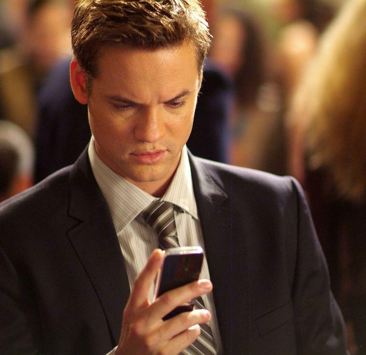 Dem jungen Max Peterson (Shane West) wird von einem unbekannten Absender ein High-Tech-Handy zugeschickt, das noch gar nicht auf dem Markt ist. Von... - Bildquelle: MOBICOM HOLDINGS, S.A.