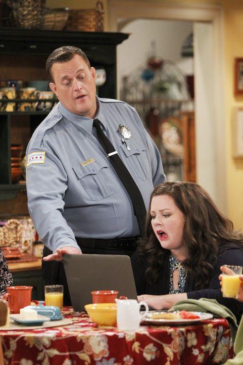 Sind voneinander genervt: Molly (Melissa McCarthy, r.) und Mike (Billy Gardell, l.) ... - Bildquelle: Warner Brothers