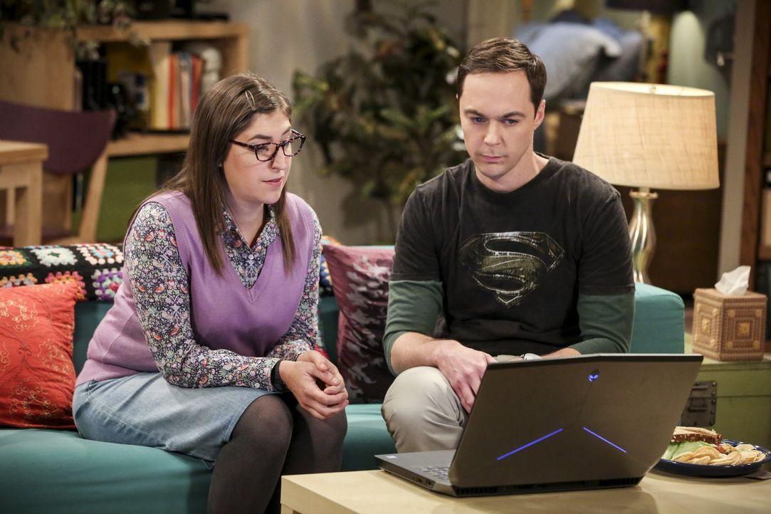 Wie wird Sheldon (Jim Parsons, r.) reagieren, wenn Wil Amy (Mayim Bialik, l.) einen Auftritt in seiner neuen Professor Proton-Show anbietet? - Bildquelle: Warner Bros. Television