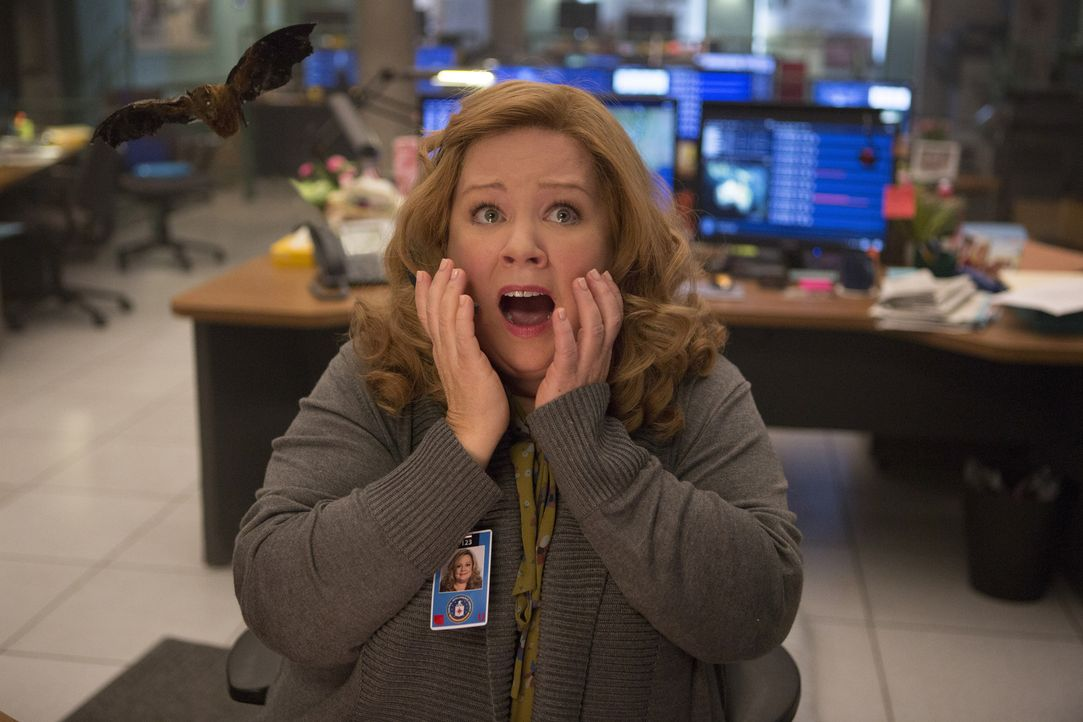 Susan Cooper (Melissa McCarthy) arbeitet als CIA-Agentin in der Zentrale in Langley. Sie sitzt am Computer, um dem Superspion Bradley Fine bei seine... - Bildquelle: 2015 Twentieth Century Fox Film Corporation.  All rights reserved.