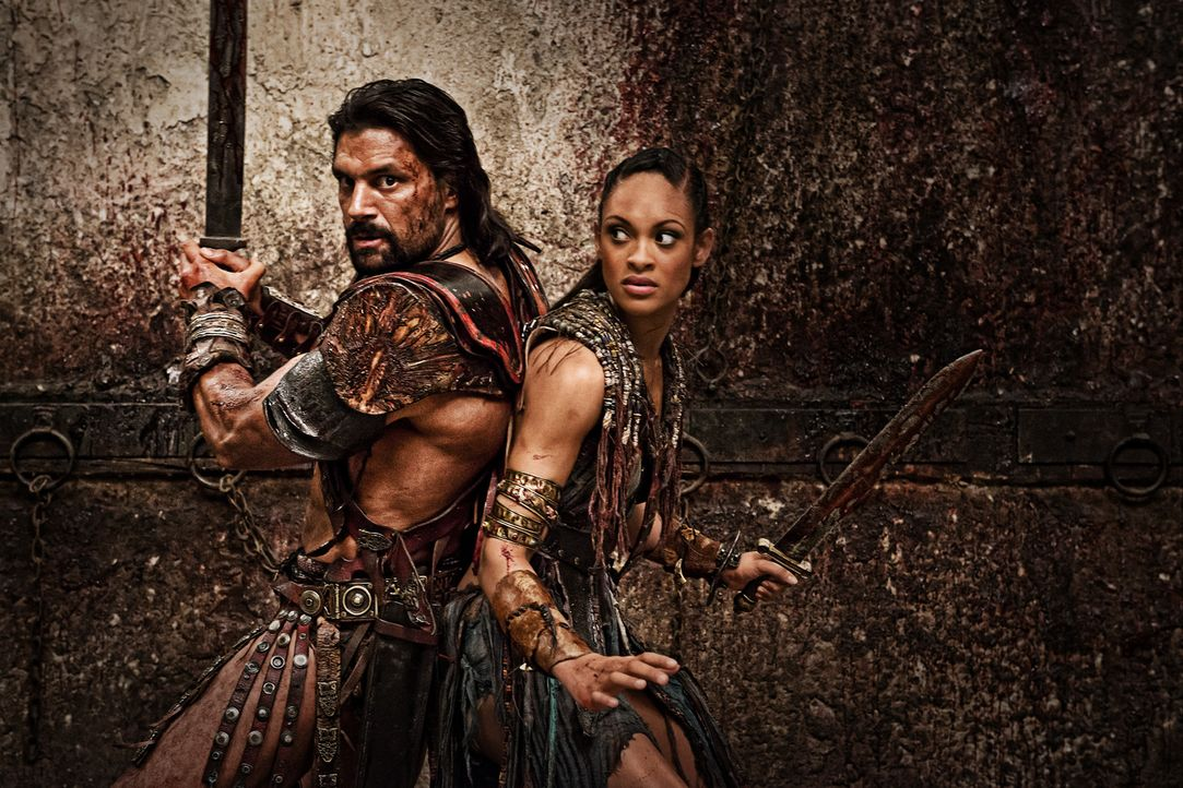 Ziehen ohne Spartacus gen Rom: Crixus (Manu Bennett, l.) und Naevia (Cynthia Addai-Robinson, r.) ... - Bildquelle: 2012 Starz Entertainment, LLC. All rights reserved.